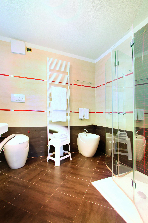 16 Hotel Soreghes - bathroom