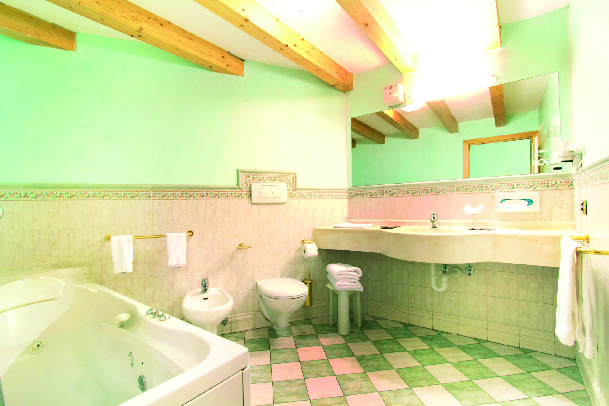 17 Hotel Soreghes - bathroom