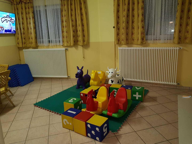 35 Hotel Soreghes - kids club