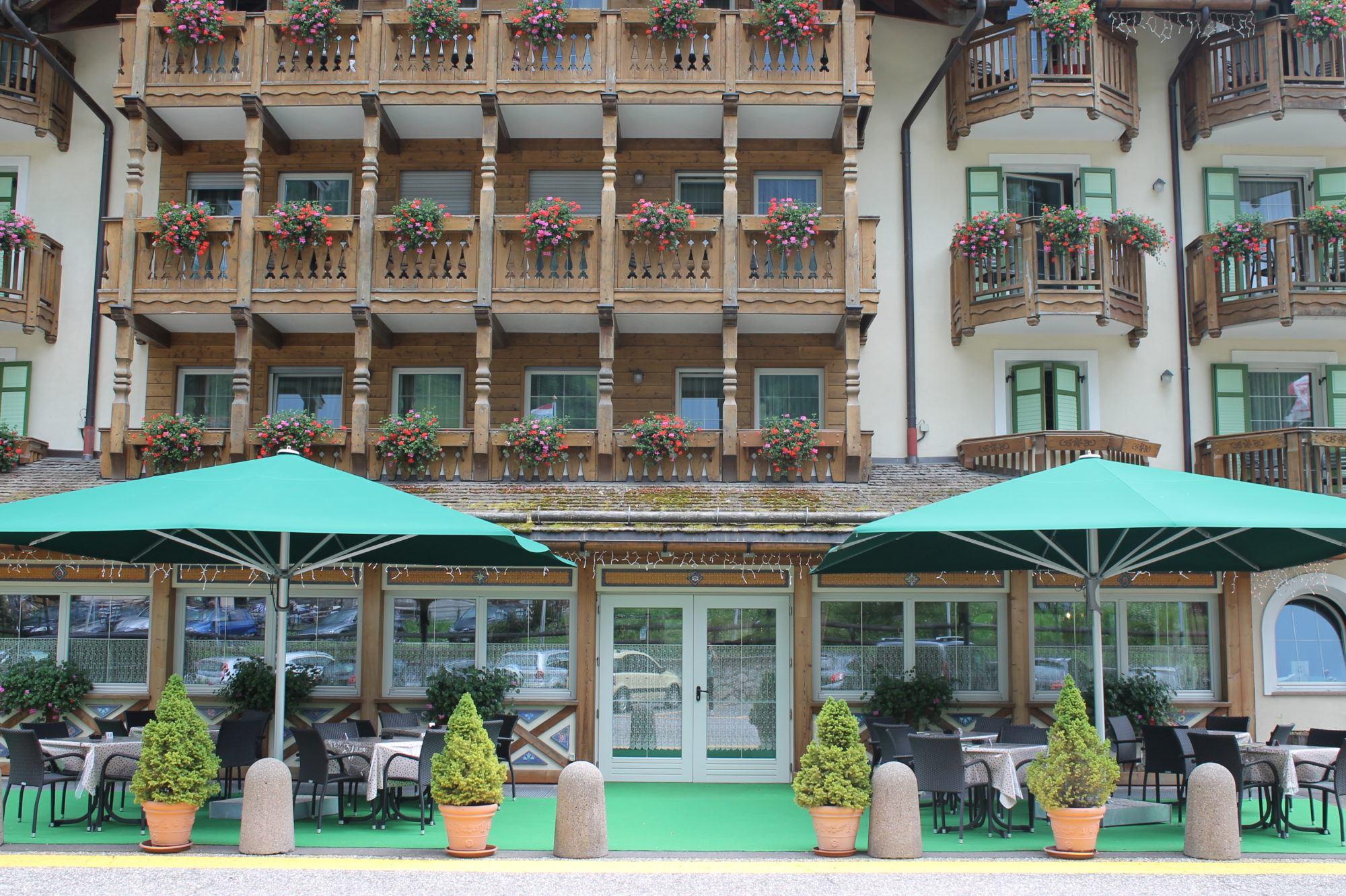 3b Hotel Soreghes - esterna estate