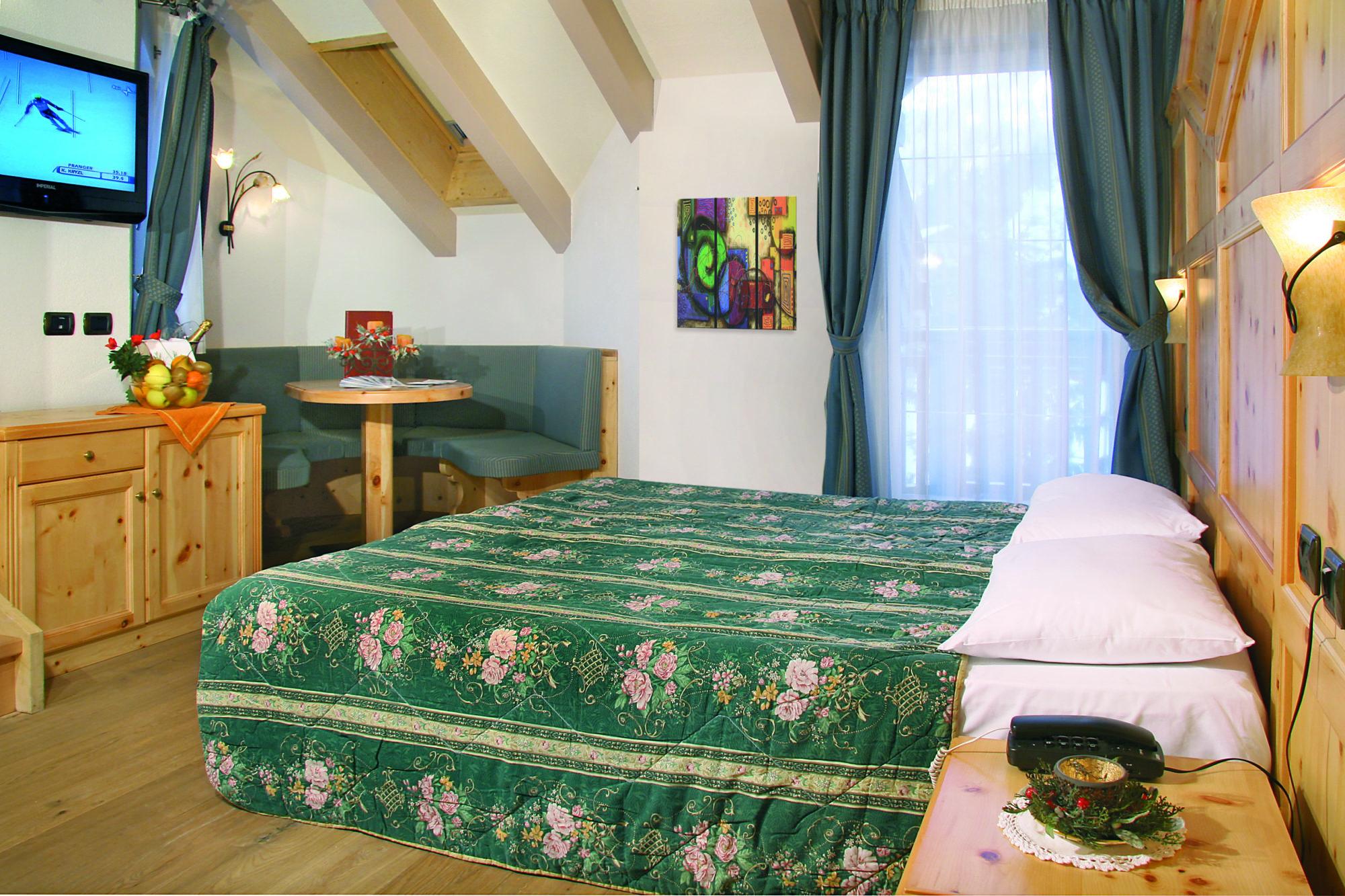 10c Hotel Soreghes - camera