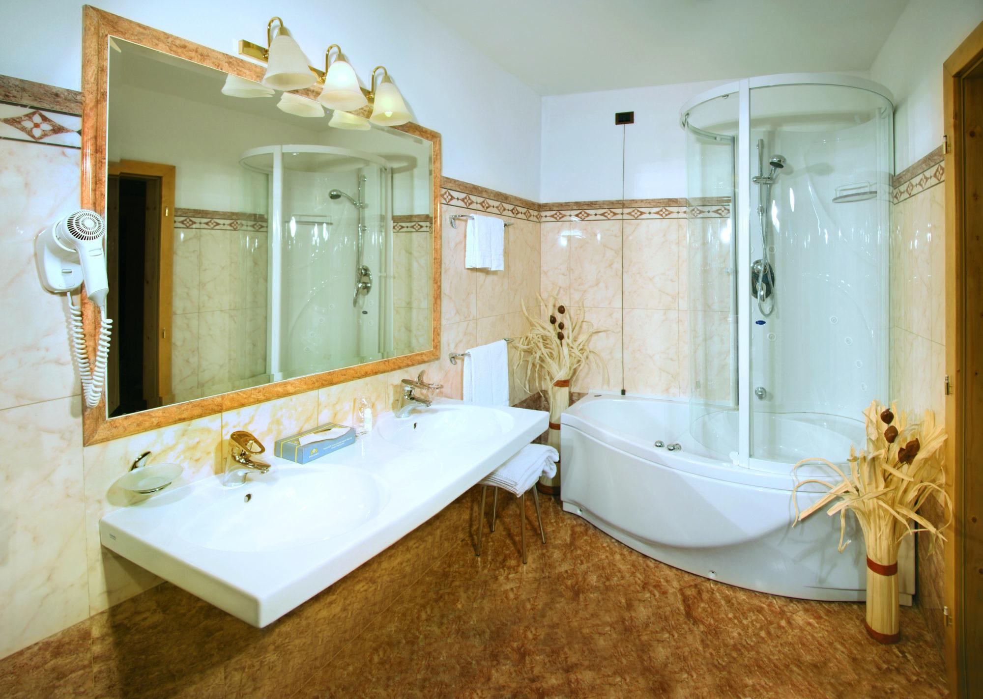 12 Hotel Diamant - bath room