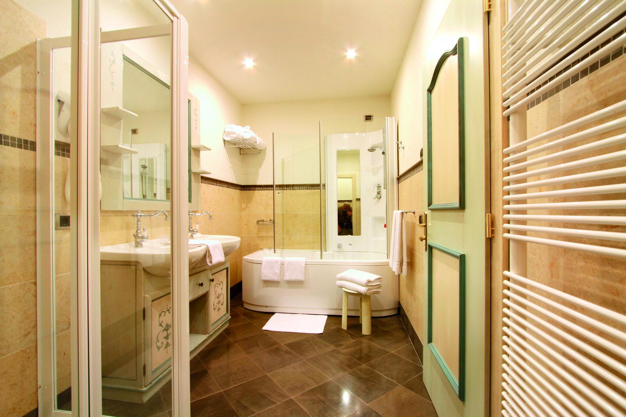 21b Hotel Dolomiti - Bathroom